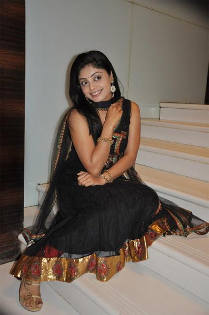 shikha in padam paarthu kathai sol movie latest photos