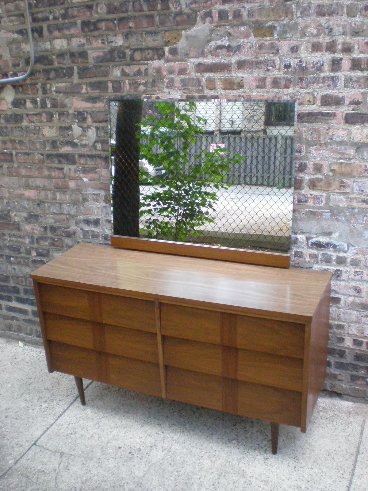 Ordinaire Ward Furniture Co. Lowboy Dresser With Mirror