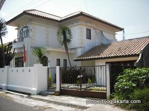 rumah gaya eropa tradisional classic european style home