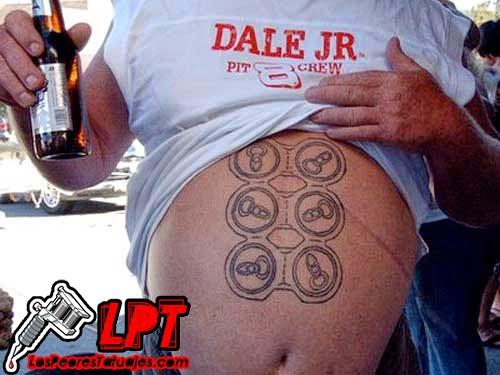 tattoo pack de 6 cervezas en la panza