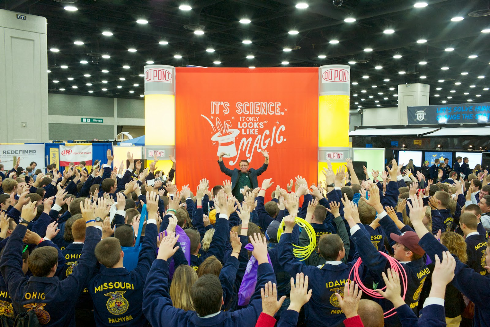 trade show magic for DuPont at the FFA convention by Scott Tokar