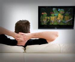 بعض الأمور الغريبة التي يقوم بها الرجال - man watching cartoons