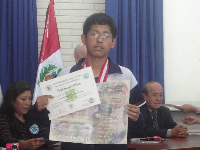 MEDALLA DE PLATA EN LA VII OLIMPIADA PERUANA DE BIOLOGIA O.P.B. 2012