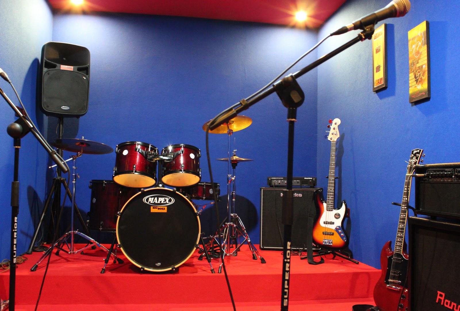 studio musik gambar 2 tampak depak studio musik gambar 3 tampak studio