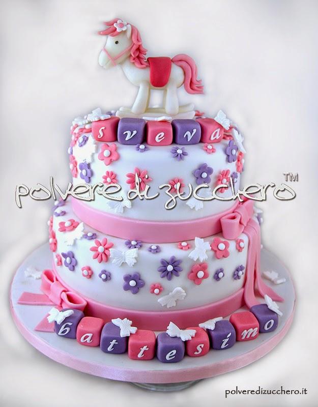 torta decorata battesimo: cavallino a dondolo e fiori per una bimba