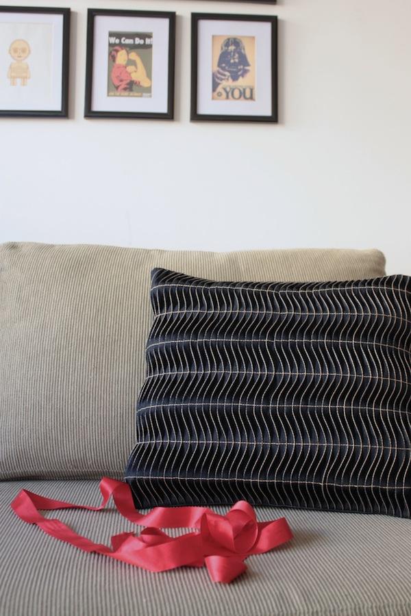 fabric manipulation · almohadón · 24 chau modelo · Ro Guaraz