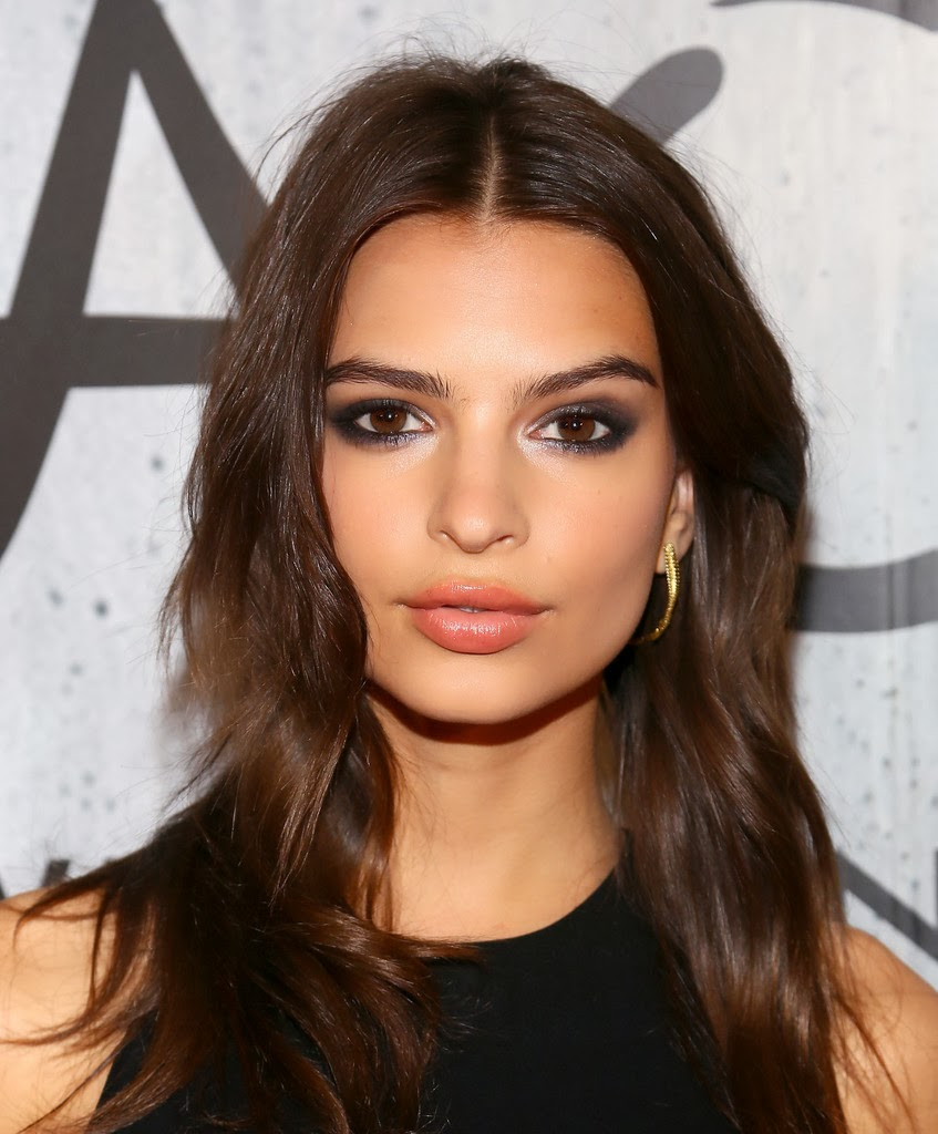 Emily Ratajkowski Unauthorized & Uncensored (All Ages Deluxe Edition with Videos)