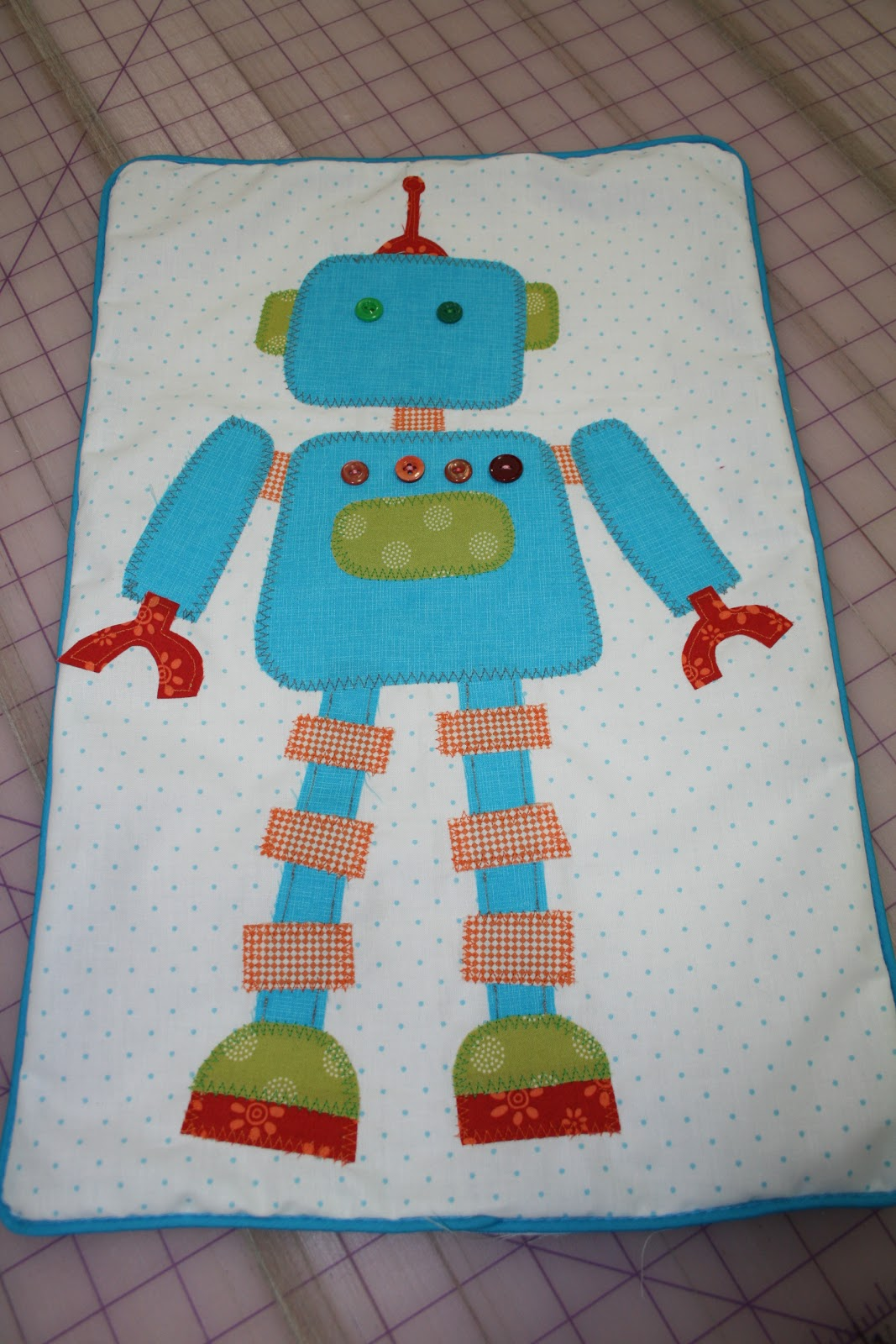 The quilt barn aliens and robots pillow and quilt for Robot quilt fabric