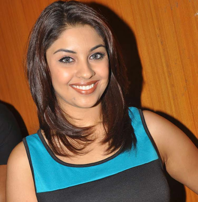 richa gangopadhyay at discount card launch