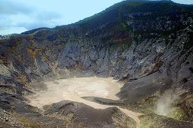 5 Gunung Angker di Jawa