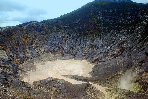 Daftar Gunung Terangker di Pulau Jawa