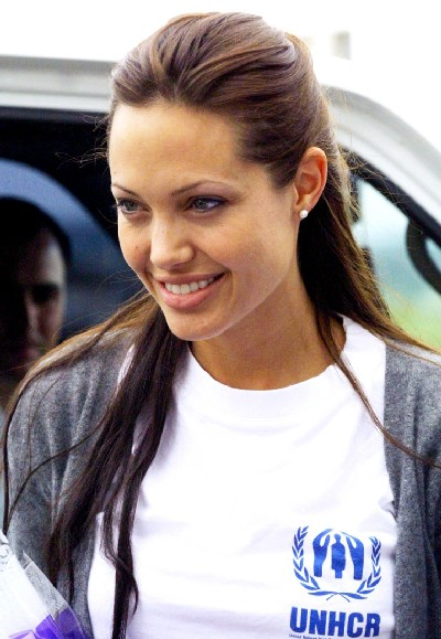 Fashion Merchandising Schools on Angelina Jolie Poses For Photographers   Hollywood Wallpapers