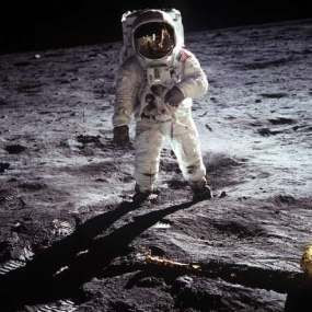 Fakta-Fakta Tentang Neil Armstrong, Manusia Pertama yang Menginjak Bulan