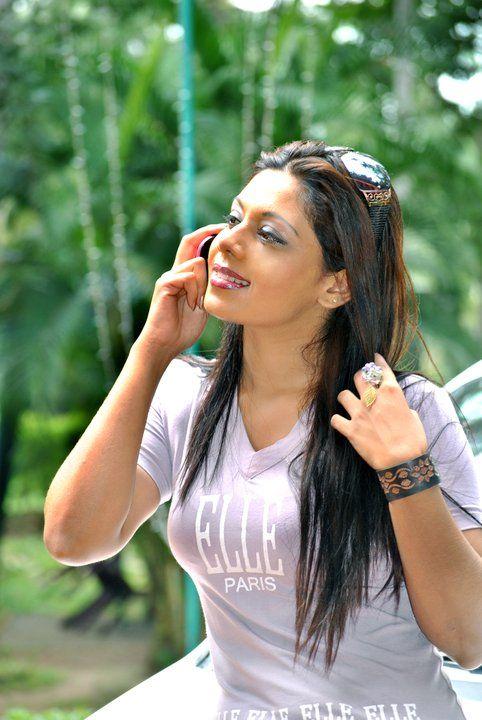 Hot And Sexy Sri Lankan Actress Biyanka Fonseka New Photos