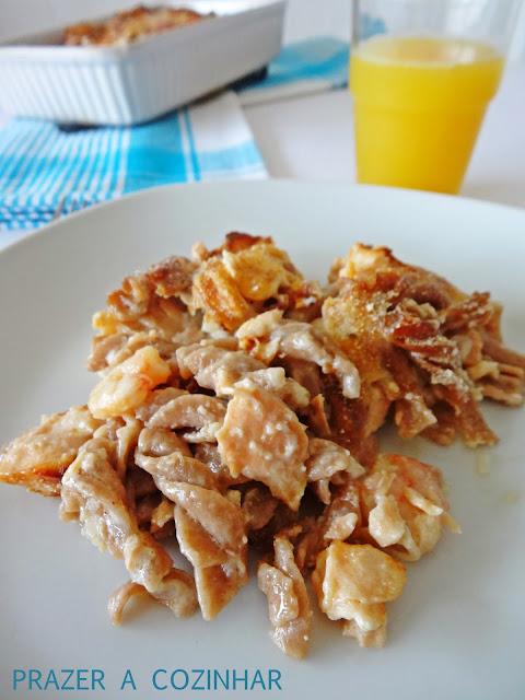 prazer a cozinhar - Gratinado de massa integral com salmão e camarão