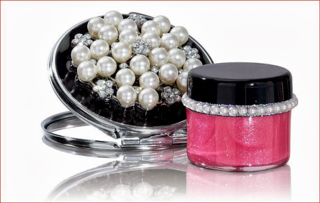 Pearl mirror and lip gloss set for holiday 2013