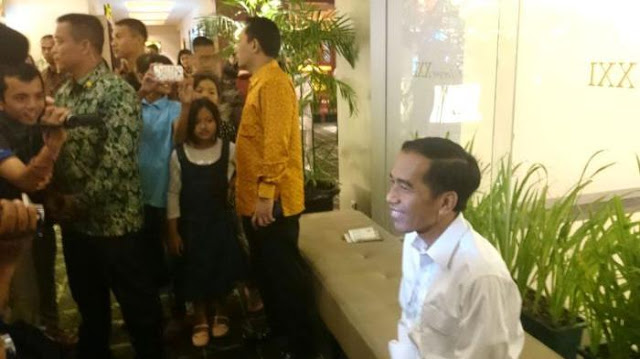 Insiden Papua Belum Selesai, Presiden Jokowi Ke Bioskop Nonton Film Komedi