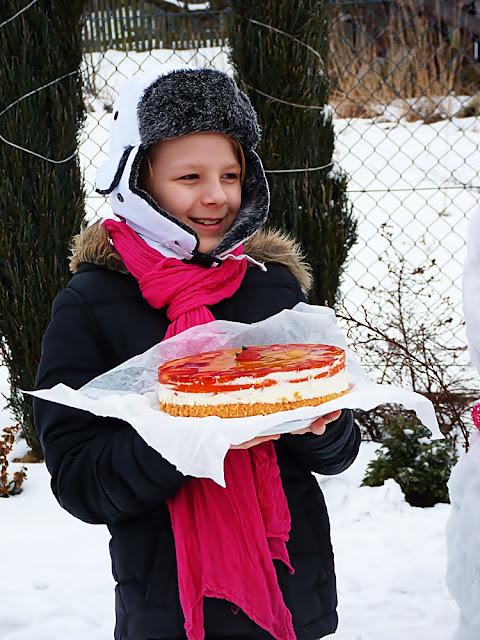 sernik na zimno z truskawką i gruszką