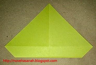 cara melipat kertas origami menjadi bentuk ayam yang sangat mudah sehingga cocok untuk anak TK atau anak SD langkah 8