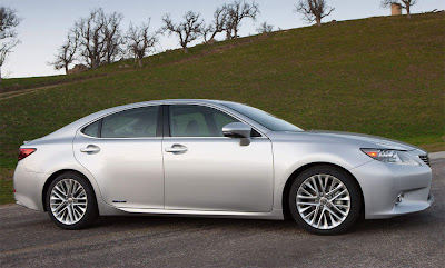 2013_Lexus_ES_350_and_300h_Wallpaper