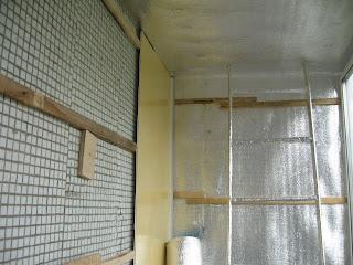 Облицовка стен панелями ПВХ на лоджии