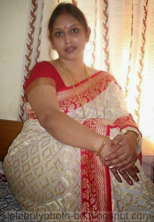 beautiful aunty hot desi