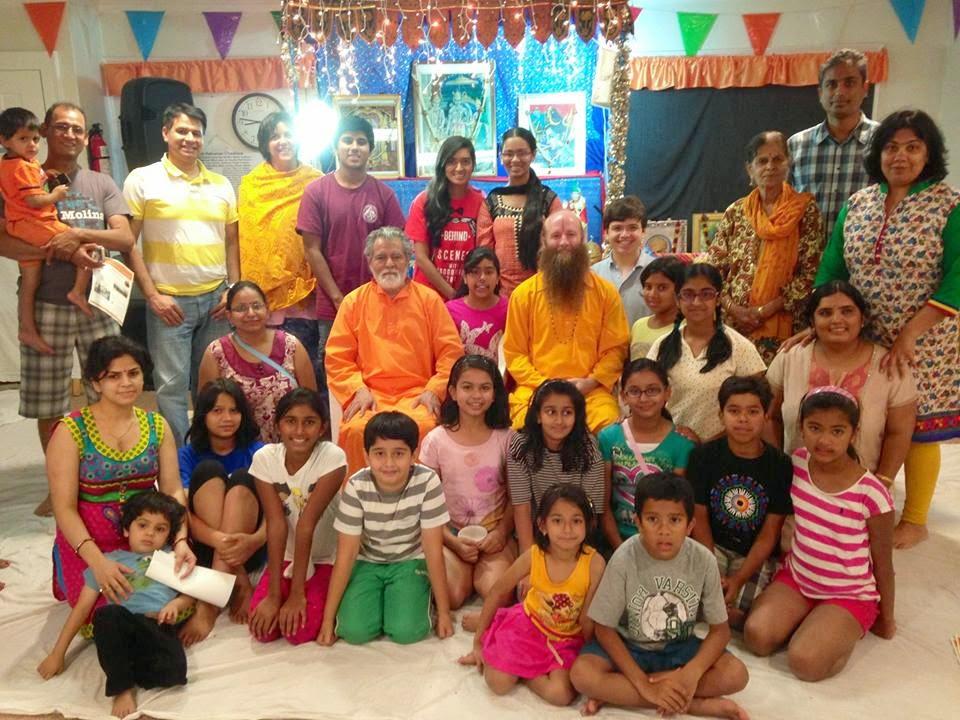 Bhagavad Gita class led by Jagadguru Kripalu ji Maharaj at Pasadena Hindu Temple