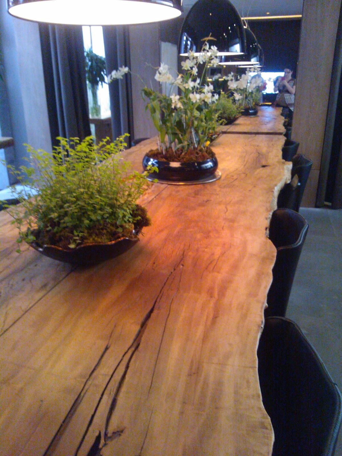 madeira rústica na decoração interna da casa - Casa Cor São Paulo 2012