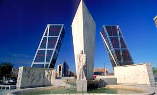 Torres Kio y plaza de Castilla en Madrid