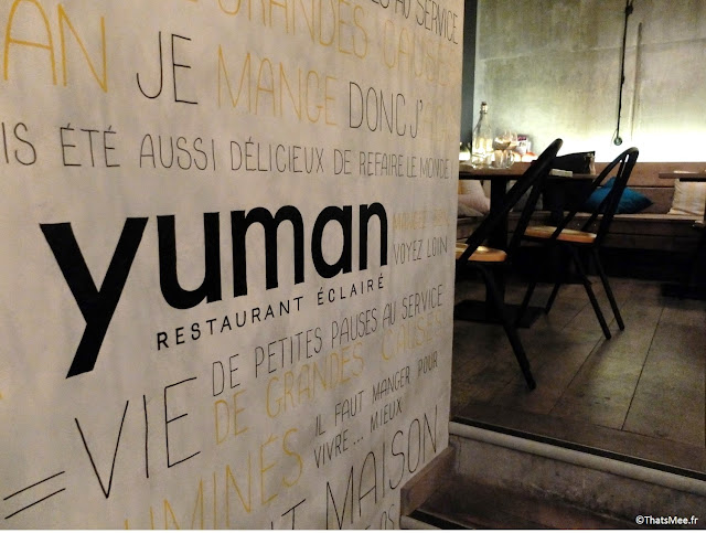 Ecritures au mur writings on the wall typo noire jaune déco Yuman restaurant bio épicerie Paris Bibliothèque François Mitterrand avenue de France