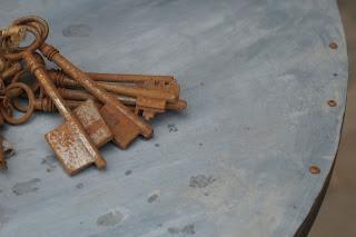 vieux-meuble-patiné-noir-dessus-zinc-lille-urlu-et-berlu-nord