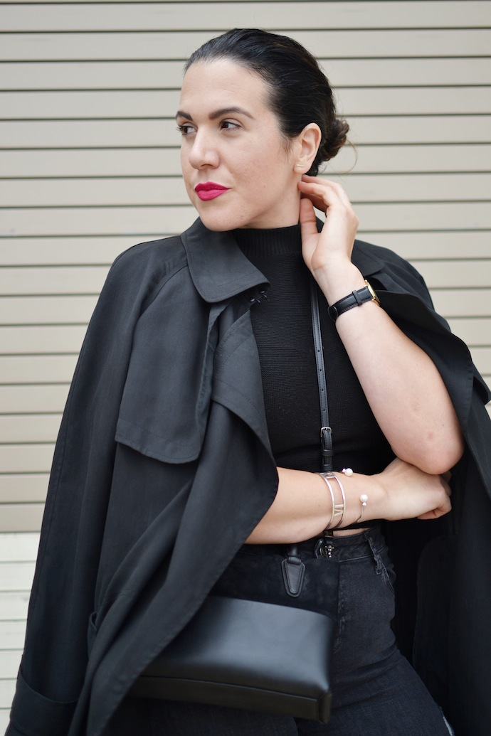 Aritzia Babaton trench blogger