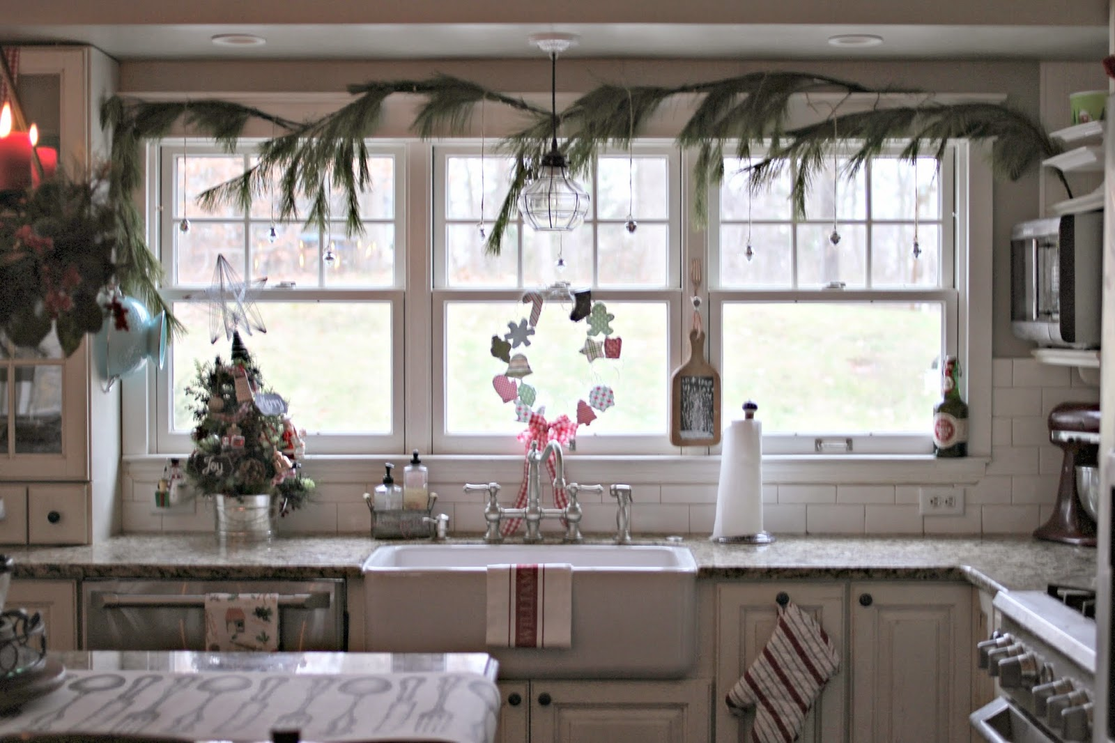 Christmas kitchen with farm sink-www.goldenboysandme.com