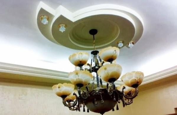 D coration de salon marocain faus plafond lumineux design marocain for Comfaux plafond design salon