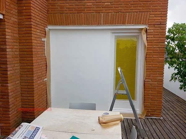 Puertas retocadas y pared preparada para hacer el mural