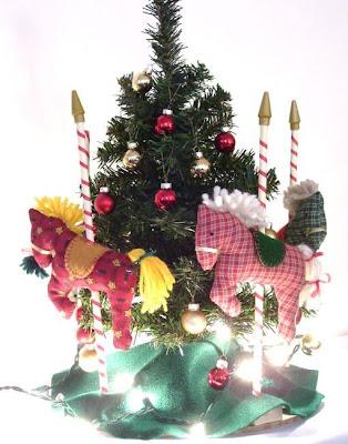 http://auraverdecrafts.blogspot.com/2013/11/christmas-carousel.html