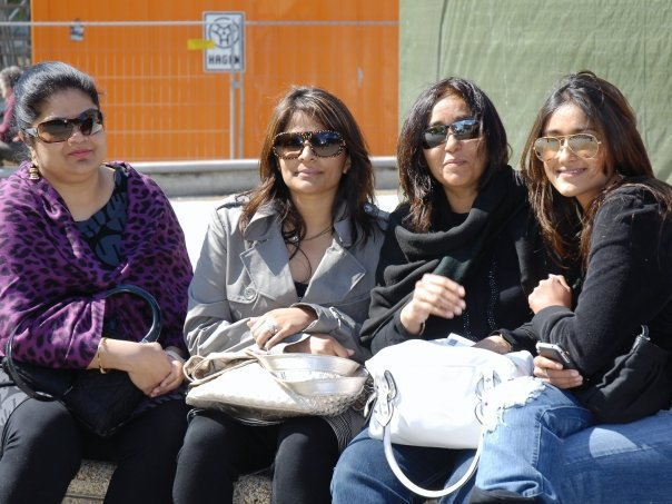 Ileana Latest Photo Collection With Her FriendsFamilyCollegues release images