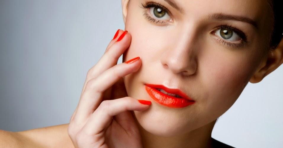 unhas e labios laranja