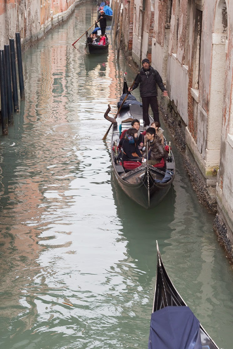 queue of gondola traffic