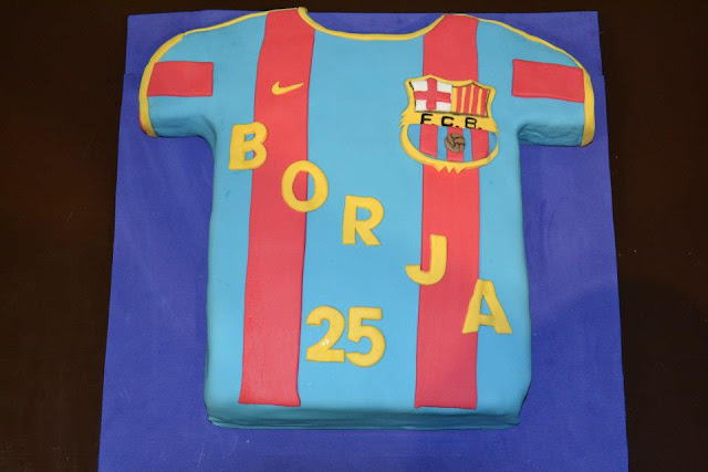 Tarta Camiseta Futbol Barça escudo fondant Sugar Dreams Gandia