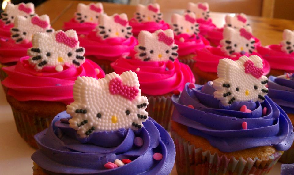 Introducing Hello Kitty Cake And Cupcakes For A 5 Year Old