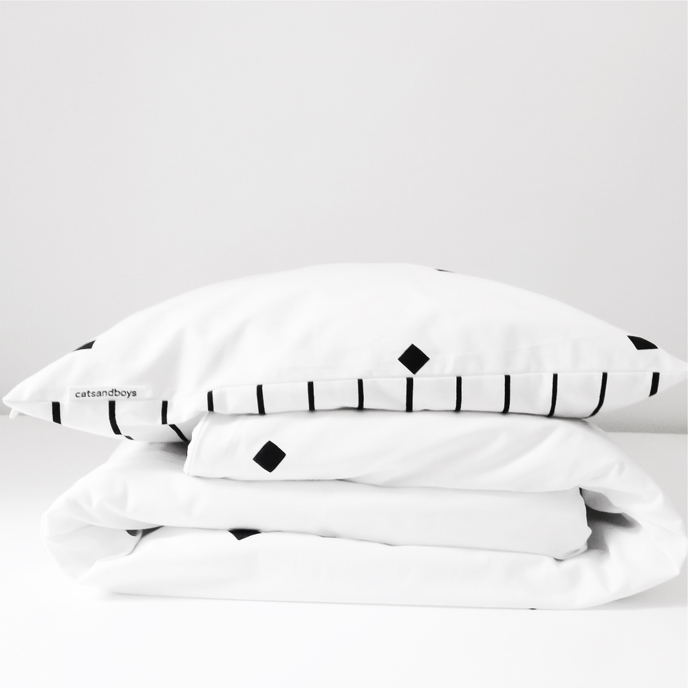 Soft must-haves for the newborn baby - Catsandboys bed set