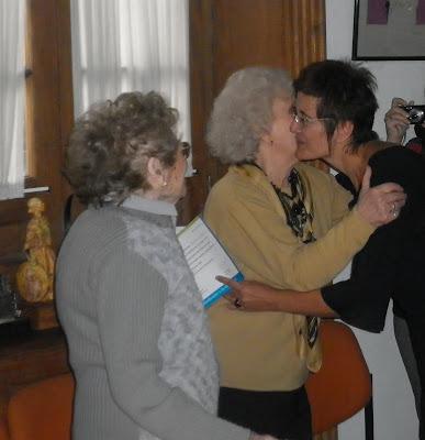 El beso más tierno y sentido: Estela Carlotto