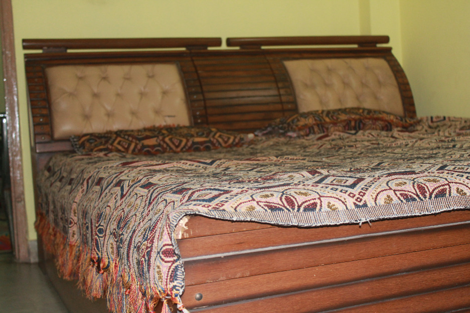 Raghbir singh furniture works amritsar call 09872921314 for Wooden box bed image