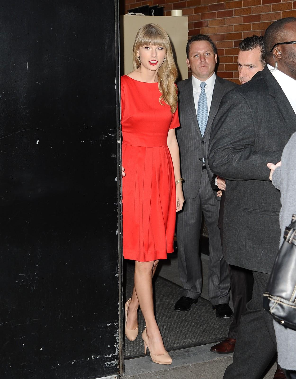 http://1.bp.blogspot.com/-QciR0l8P7WA/UNxiOEdG4lI/AAAAAAAAZq8/uwwjcVatQsQ/s1600/Preppie_Taylor_Swift_at_GMA_10.jpg