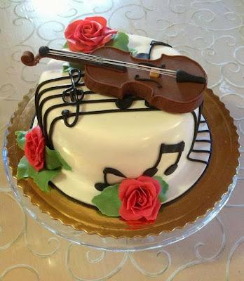 Tarta con violín y notas musicales
