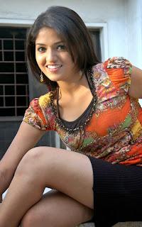 Actress Sunaina Expose Hot Milky Thigh in MiniSkirt and Top Sexy nude thighs hot panties visible