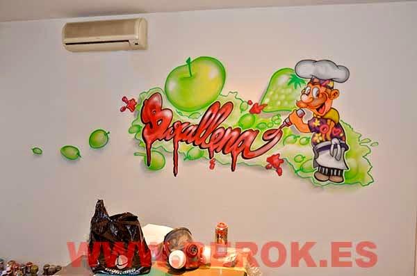 Graffiti cocinero pintando con ketchup