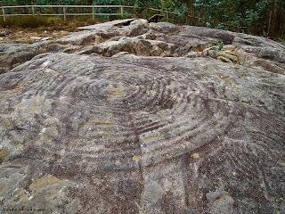 Чашевидный знак Petróglifo de Portaxes, Монте Тетон, самый большой в Галисии, Испания