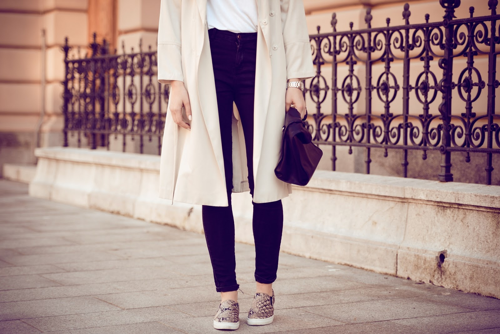 hm 2014 nude beige trench coat, minimalistic outfit, snake print slip ons on trainers sneakers, style blog, fashion blogger